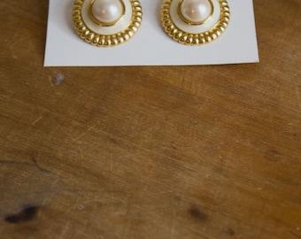 Vintage Pearl Earrings // Clip On Earrings // Monet Jewelry