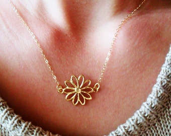 Gold dainty flower necklace, gold dainty daisy necklace, daisy necklace, dainty minimalist gold necklace, modern gold necklace, cute dainty
