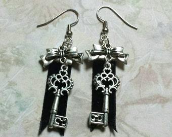 Velvet Key Charm Earrings - Black and silver - Lolita, goth, neovictorian