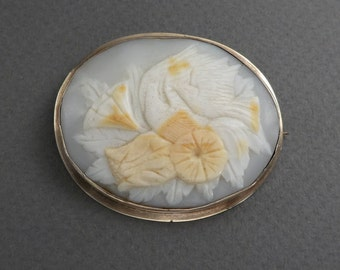 14K gold Shell cameo with birds and flowers