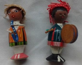 Two musicians - handmade wooden figures