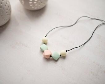 Nursing necklace - Peach & Mint