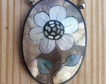 Vintage Mother of Pearl Flower Inlaid Necklace with MOP beading Colorful Silvertone Lovely BB BONUS!