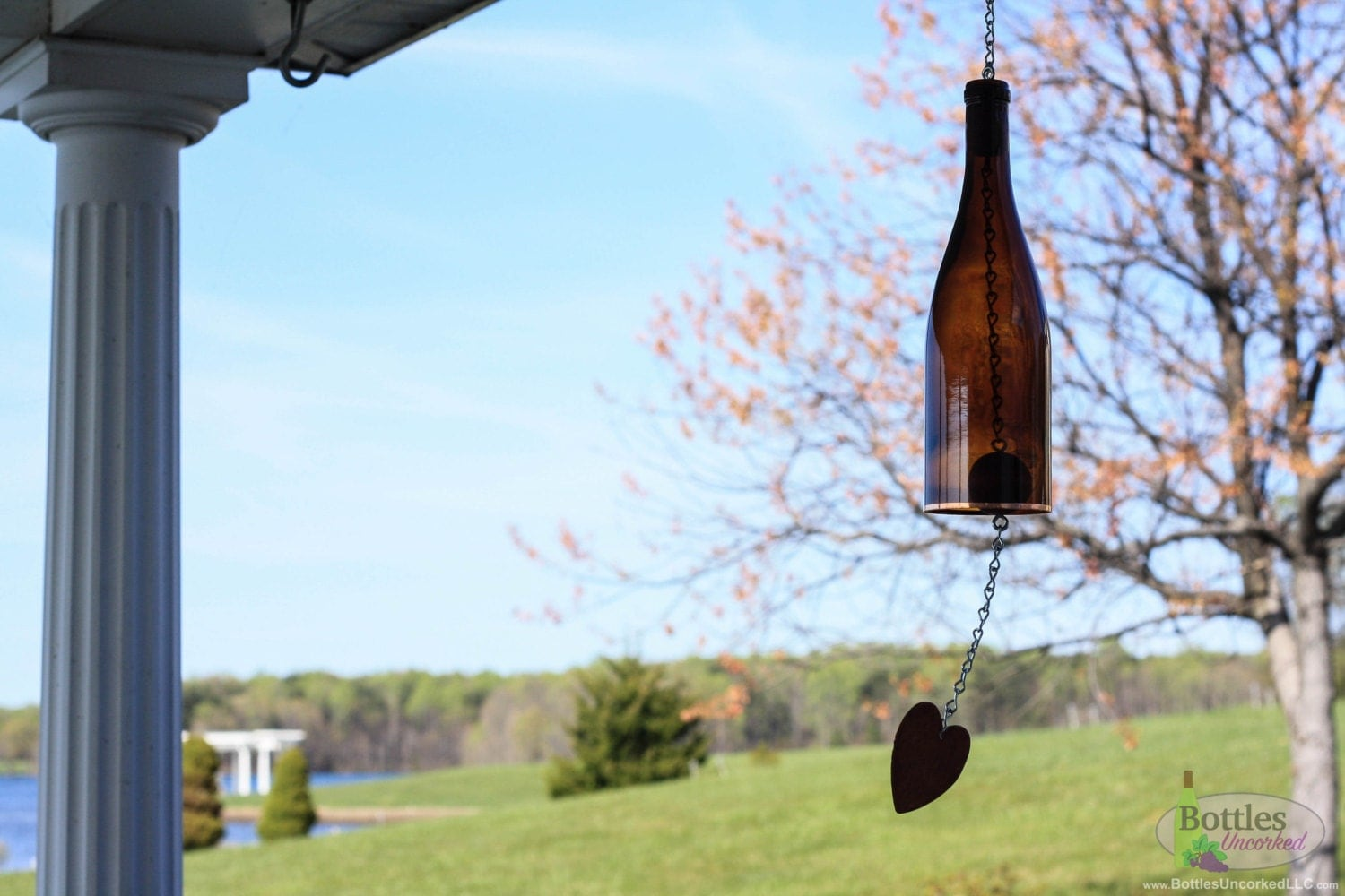 Amber wine bottle wind chime garden gift outdoor decor for Outdoor decorating with wine bottles