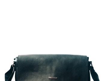 Black messenger / Natural leather briefbag / Mens Briefcase  / mens blackshoulder bag / Rustic Mens messenger in black / leather rustic
