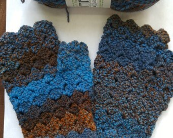 Shell Pattern Fingerless Gloves by Sara - Casual Colors: Blues and Browns