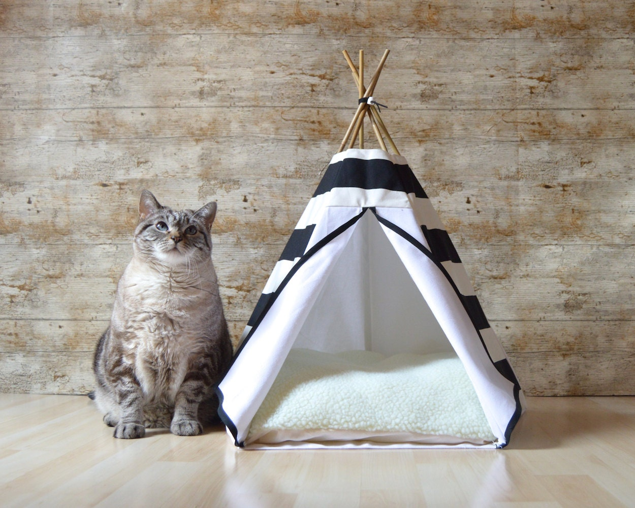 lit chat tipi chat tipi chien avec coussin par hiptepeehooray. Black Bedroom Furniture Sets. Home Design Ideas