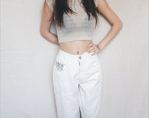 High waisted mom jeans hand painted with pink flowers. High waisted white jeans. Perfect summer white denim jeans