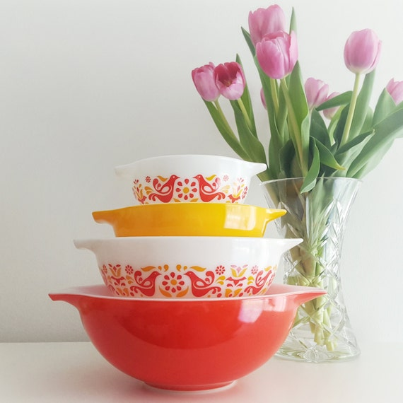 Vintage Pyrex Friendship Pattern Cinderella Nesting Bowls - Red and Orange - Complete Set of 4 - Mixing bowls with handles/pour spout
