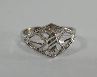 Vintage Sterling Silver Etched Filigree Ring Size 6