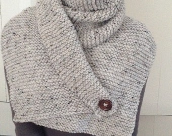 Scarf with button, ecru