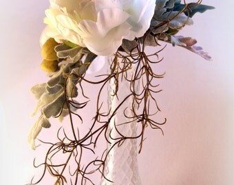 Artificial Floral Arrangement to Table in White Color