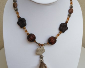 Brown rhapsody bead and feather necklace