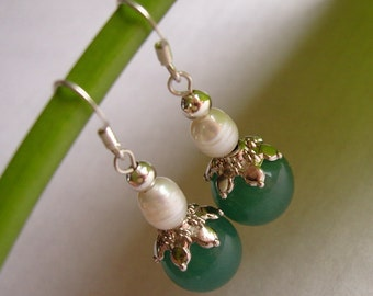 Hanging earrings - jade earrings with real Pearl