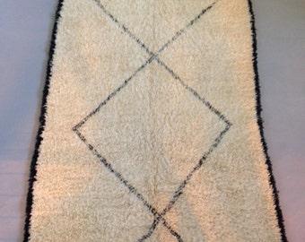Beni Ouarain 100% wool Moroccan Rug - modern rug