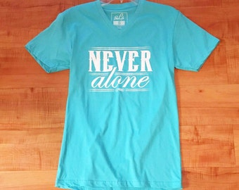 "T-shirt BeliftApparel ""Never Alone"""