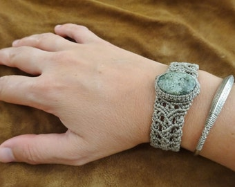 macrame bracelet with serpentine green stone, macrame bracelet, serpentine bracelet