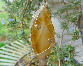 agate, gold, on 22 in gold plated chain