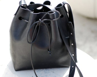 Fri.da- handcrafted leather bucket bag