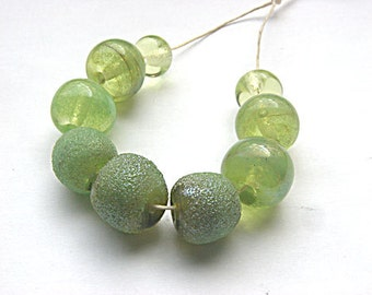 "artisan lampwork, handmade  -  summergreen with spezial ""Bling"" beads - by Calisto"