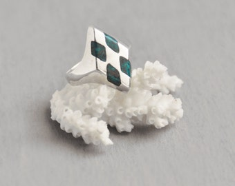 Vintage Sterling Silver Ring - geometric diamond shape with crushed turquoise - Size 6.25