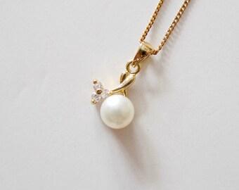 Erica . white cultured pearl pendant and chain . 14K GP