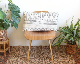 White Mudcloth Lumbar Pillow, African Mud Cloth, Black and White Pillow, Modern Pillow, Linen Lumbar, 15x25, Bohemian Decor, Geometric