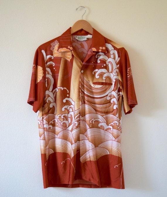 SUMMER SALE / 20% off Vintage 60s 70s Malihini Big Wave Short Sleeved Hawaiian Shirt (size M/L)