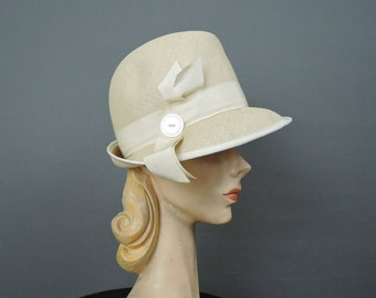 Vintage 1960s Straw Hat Natural Ivory Straw with Ribbon & Button Jaunty Summer Hat, 21 inch head