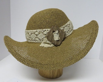 Women's open weave maple colored straw sunhat, vintage trim