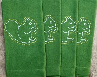 squirrel napkins, linen napkins, cloth napkins, green napkins, thanksgiving napkins, thanksgiving table, tabletop