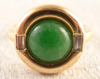 Size 3.5 Vintage 18K Gold Round Jade Ring with Diamond Baguettes