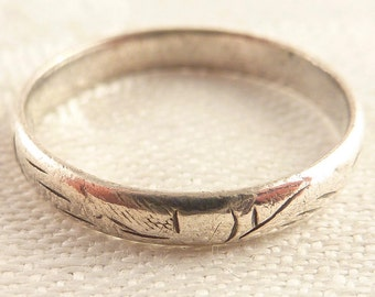 Vintage Size 7.5 Sterling Thin Engraved Band Ring
