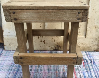 Petite Primitive Bench