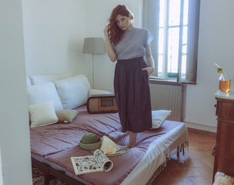 Full Midi pleated skirt in dark blue cotton, with pockets