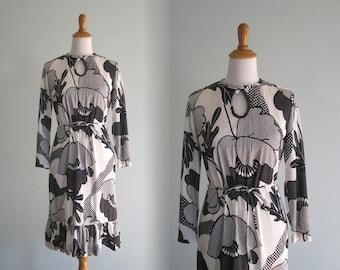 Vintage Black and White Pop Art Flower Dress - 60s Jersey Dress - Vintage 1960s Dress M L