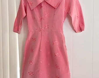 Pretty 1962 Tafetta and Embroidered Dress in Pink -- Size S-M