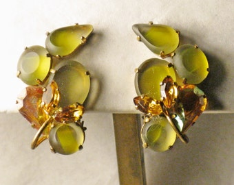 Vintage West Germany Apple Green Glass and Citrine Rhinestone Clip Earrings (E-2-1)