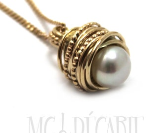 Gold and Pearl Pendant with twisted swirl wire and dotted wire, 8-9 mm freshwater pearl in the center, gold necklace, yellow gold 10k