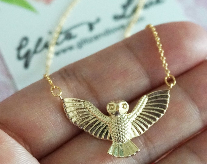 Golden Flying Night Owl Necklace / Animal Chic Minimalistic Necklace - Gold Dainty Everyday Jewelry Gold Fly Necklace Jewelry