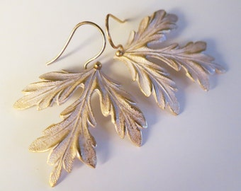White patina Leaf Earrings,Womans Gift,Frosted Leaf Earrings Gold,Nature Lover Jewelry,White Bridal rustic Wedding earrings,Boho Earrings