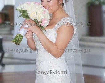 Silver veil with thin lace edge with beads in fingertip length with comb on the top, Mantilla lace wedding veil in a tear drop shape
