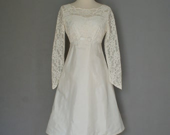 Vintage 60s IVORY MINI BRIDAL Lace Princess Point Sleeve Dress (s)