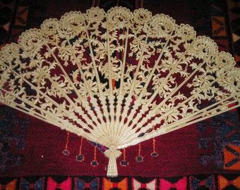 Amazing Beautifully Detailed Burwood Fireplace Screen/Summer Cover /Wall Hanging Fan..