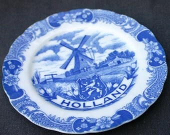 Souvenir from Holland. Vintage Dutch Delft blue deco plate. Cottage Chic decor and hostess gift idea.