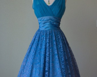 1950s Aqua Turquoise Blue Lace Prom Party Dress with Pleated Chiffon Bust // Full Voluminous Skirt // So Pretty and Medium