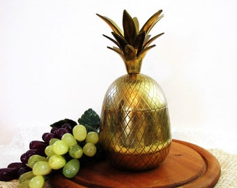 "Vintage Brass Pineapple Container, 8"" ... Lidded Box, Canister, Candleholder, Barware, Glam Hollywood Regency ... Hospitality / Welcome"