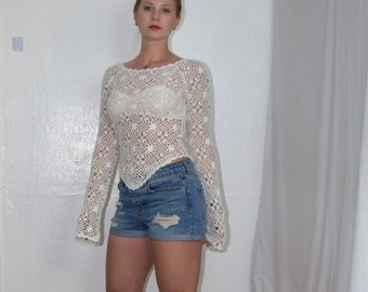 Diamond in the Rough - Bright White Crocheted Floral Pattern Blouse with  Long Bell Sleeves and Triangle Hem Womens Size Small/Med