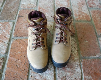 Vintage Womens 5.5w Rockport XCS Nubuck Leather Beige Hightop Lace Up Boots Boot Hiking Riding Rider Biker Hiker Camping Outdoor Walking