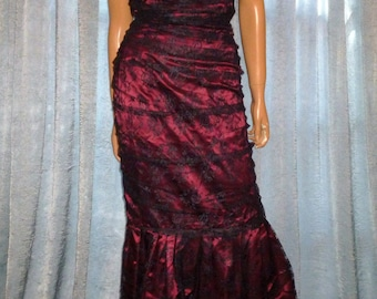 "Va Va Voom - Vintage - 80's - Sweetheart Neckline - Fishtail - Ruched - Black Lace over Deep Red - Satin - Prom -Maxi - Gown - 32"" bust"